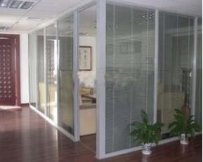 教你办公室玻璃隔断的技巧