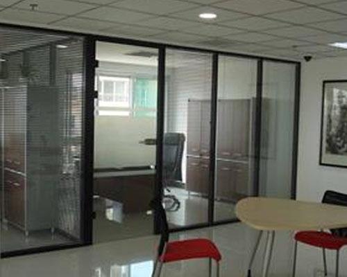 玻璃隔断和折叠式隔断的区别