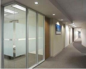什么情况下办公室玻璃隔断能够进行重复利用